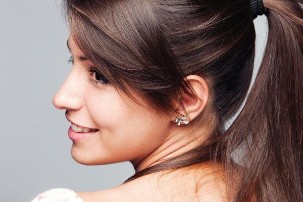 6 brzih trikova koji će učiniti da kosa vezana u rep izgleda punije